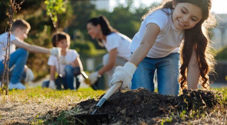 Help Your Child Find Great Volunteer Opportunities